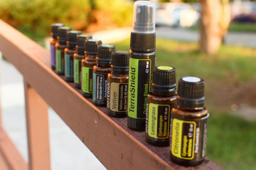 Repelent zesenciálnych olejov doTERRA proti komárom akliešťom.